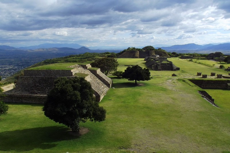 Site of ruins of an ancient centre of Zapotec and Mixtec culture, located in what is now Oaxaca state, Mexico