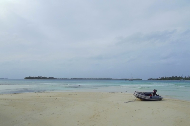 A dingy on the sands of the San Blas islands