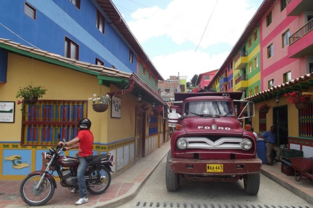 The stunning colours in the streets of Guatapé, Colombia